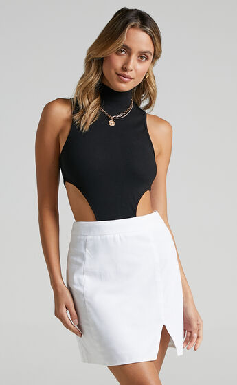 International Babe Mini Skirt in White Linen Look