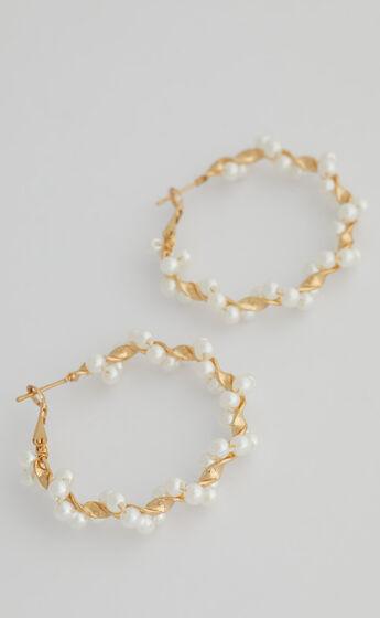 Bev Hoop Earrings in Gold and Pearl
