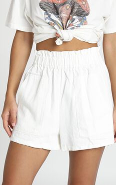 Tell A Friend Shorts In White
