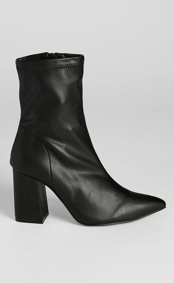 Therapy - Mitchell Boots in Black