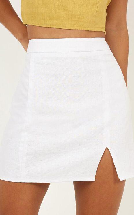 International Babe Skirt In White Linen Look