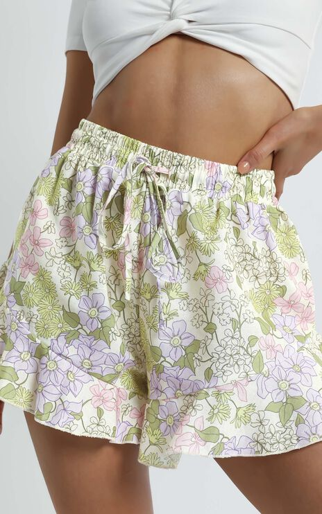 Beach Vibes Short in Garden Floral Linen Look