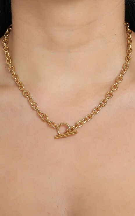 Fine Details Necklace in Gold