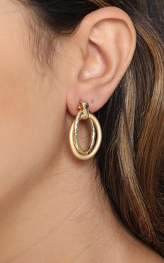 Capture It Drop Earrings in Gold