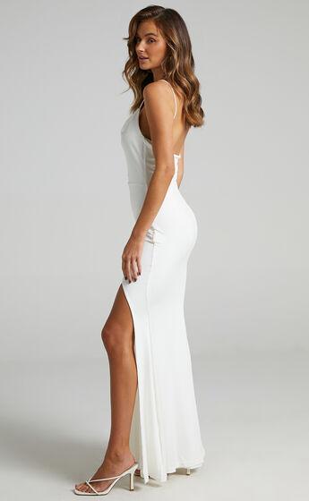 Tasteful Dress in White