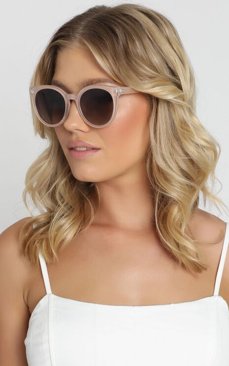 Mink Pink - Sierra Sunglasses In Sand And Brown Grad