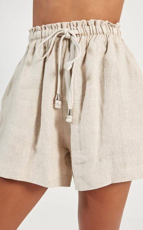 River Wild Shorts In Beige Linen Look