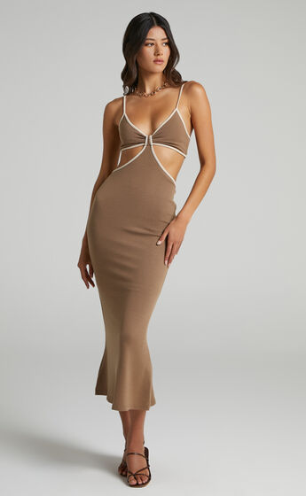 Amora Contrast Side Cut Out Dress in Chocolate