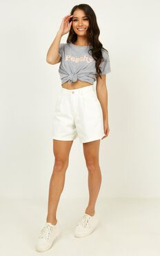 Reminds Us Shorts In White Denim