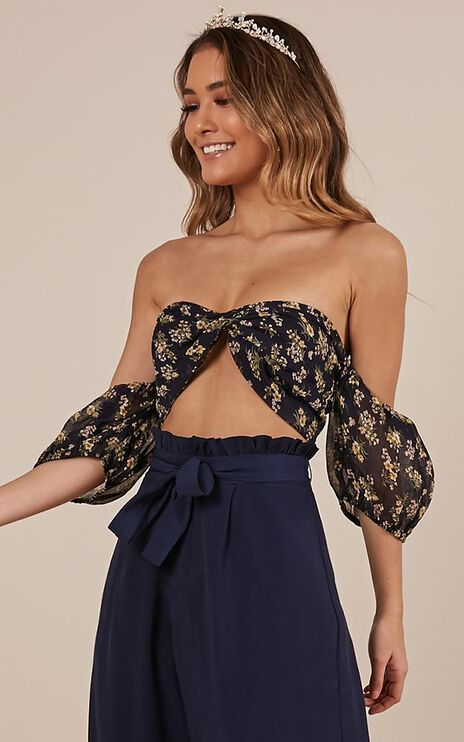 Final Note Top In Navy Floral