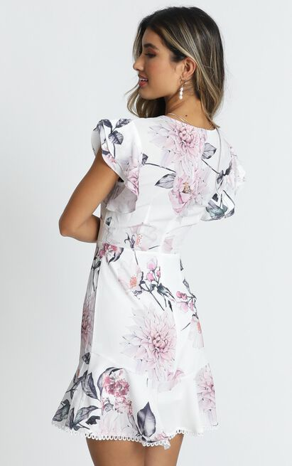 Row of Daisies dress in white floral - 16 (XXL), White, hi-res image number null