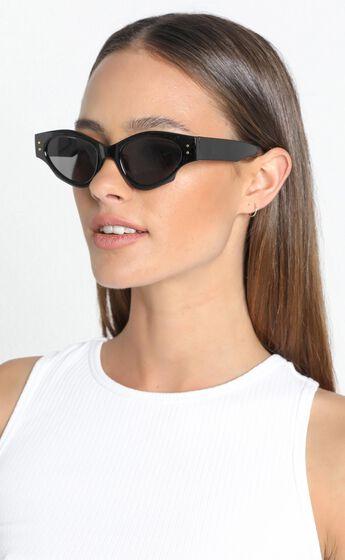 Mink Pink - Tidal Sunglasses in black and smoke mono