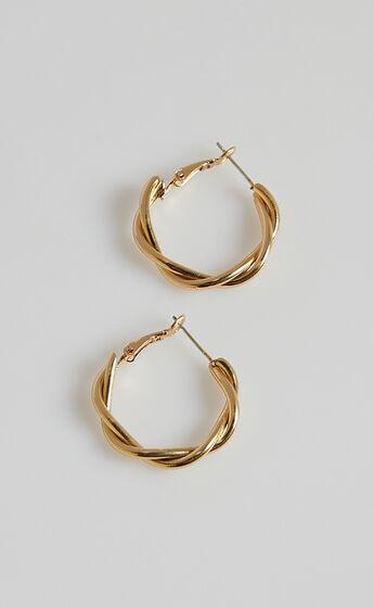 Kikah Earrings in Gold