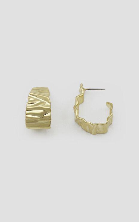 Jolie & Deen - Crinkle Hoop Earrings in Gold