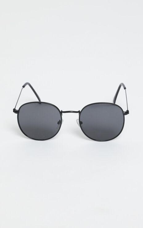 Lost In The Desert Sunglasses In Black/Smoke