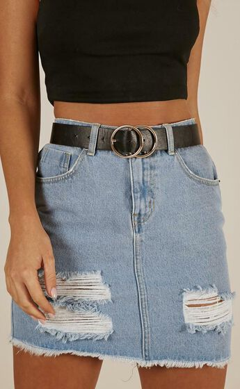 Midnight Charm Belt in Black And Gold