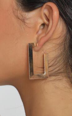 Calynn Drop Earrings In Gold