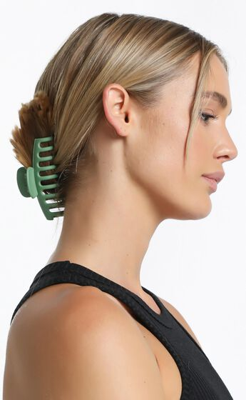 Bring It Back Hair Clip in Green