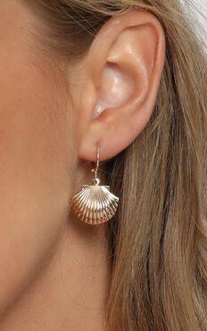 Shoreline Shell Hoop Earrings In Gold