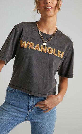 Wrangler - Magic Eyes Crop Tee in Worn Black