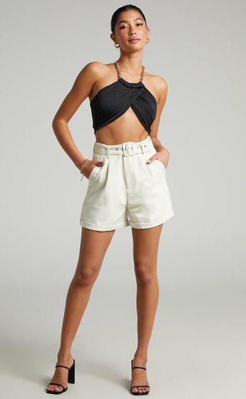 Nova Tailored Shorts in Cream