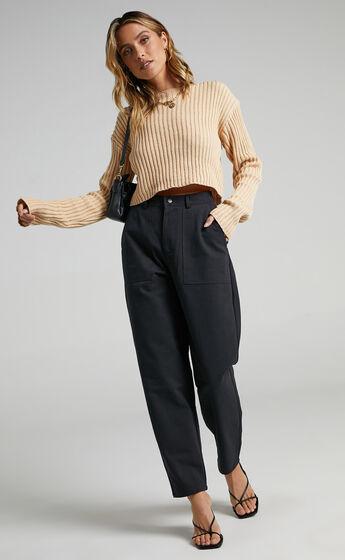 Delvina Pants in Black