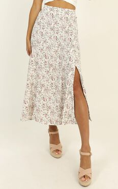 One Look Midi Skirt In White Floral