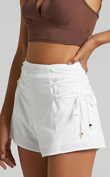 Dempsey Shorts in White