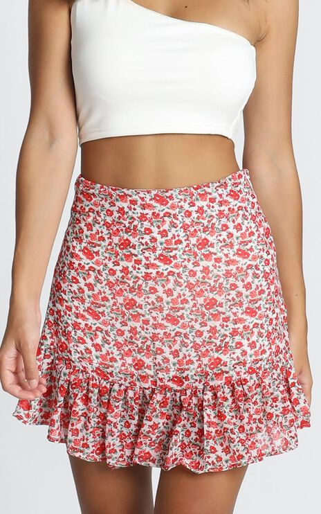 Just Your Average Skirt In White Floral
