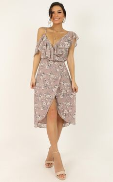 Journey To The Past Dress In Mauve Floral