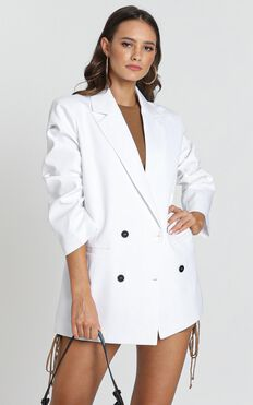 Lioness - In the Air Tonight Oversized Blazer in white