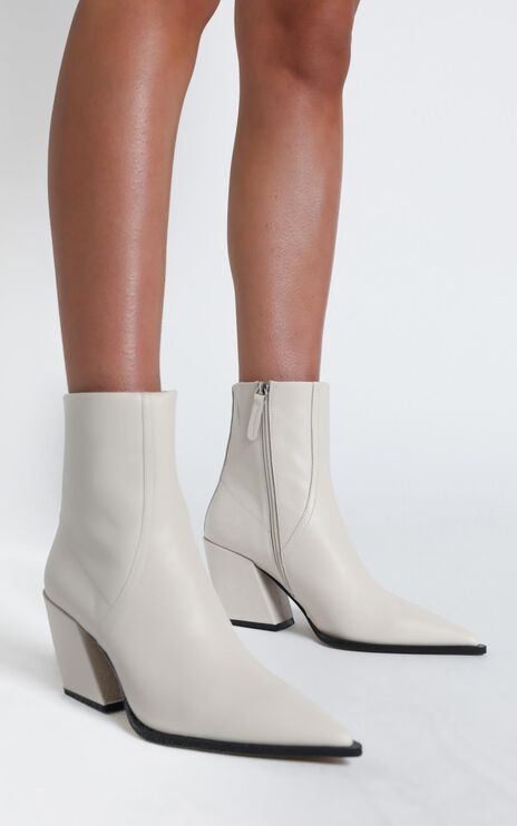 Alias Mae - Knight Boots in Bone Leather