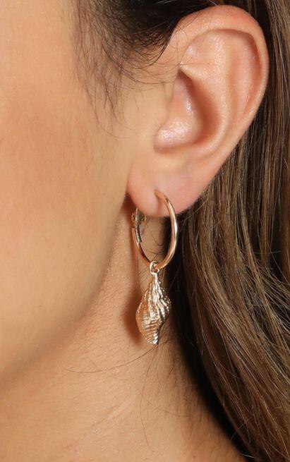 Sea Shell Hoop Earrings In Gold, , hi-res image number null