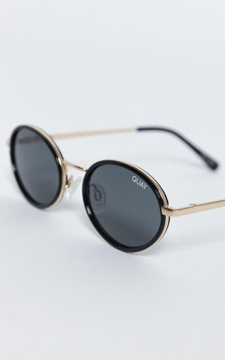 Quay - Line Up Sunglasses in Black / Smoke