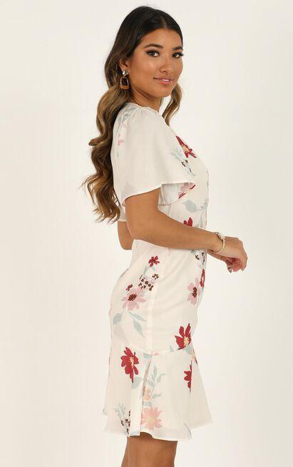 Elevated Ideas Dress in cream floral - 20 (XXXXL), Cream, hi-res image number null