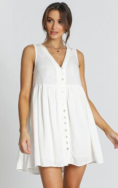 Sunkissed In Summer Dress In White