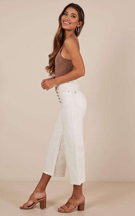 Undercover Allies Jeans In White Denim