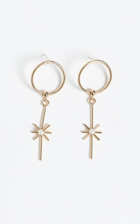 Resort Life Drop Earrings in Gold and Pearl