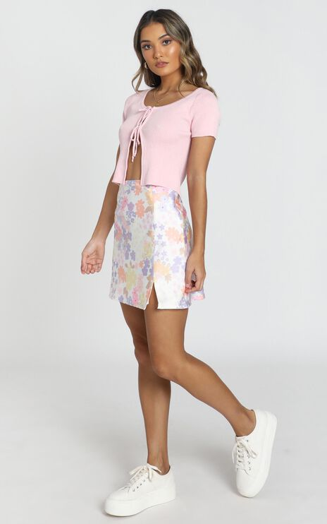 Stand In Line Skirt In White Floral