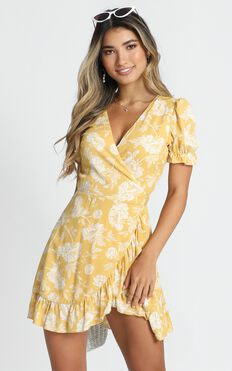 Seaside Views Dress In Yellow Floral