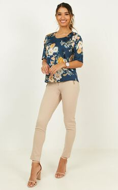 Guidance Top In Navy Floral