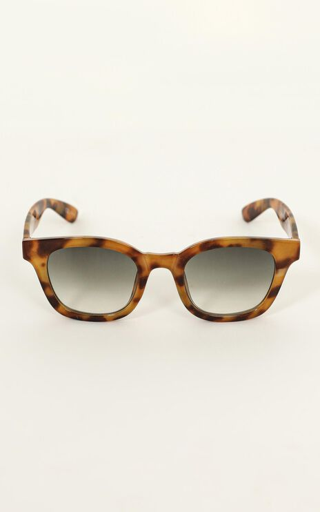 Mink Pink - Horizon Sunglasses In Vintage Tort And Khaki Grad