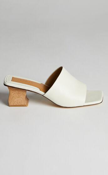 Jaggar The Label - Wave Block Heel in White