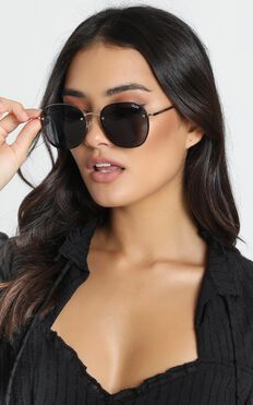 Quay X Chrissy - Jezabell Rimless Sunglasses In Gold And Smoke Lens