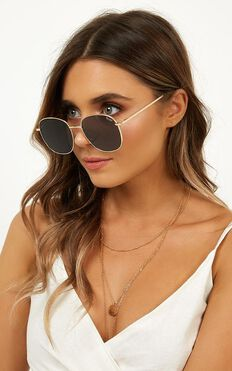 Quay - Jezabell Sunglasses In Gold