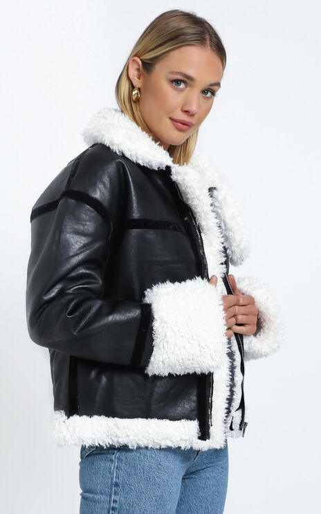 Lioness - Phoenix Jacket in Black