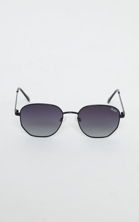 Quay - Big Time Sunglasses In Black and Smoke Lens