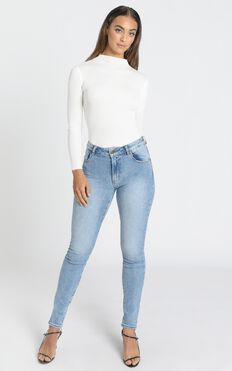 Rollas - Westcoast Ankle Jeans in Camille Blue Organic