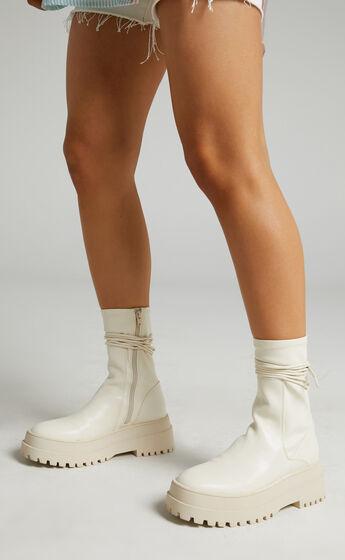 Public Desire - Finale Boots in Cream PU