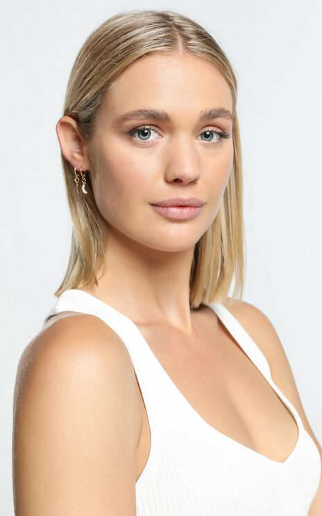 Sibyella Earrings in Gold